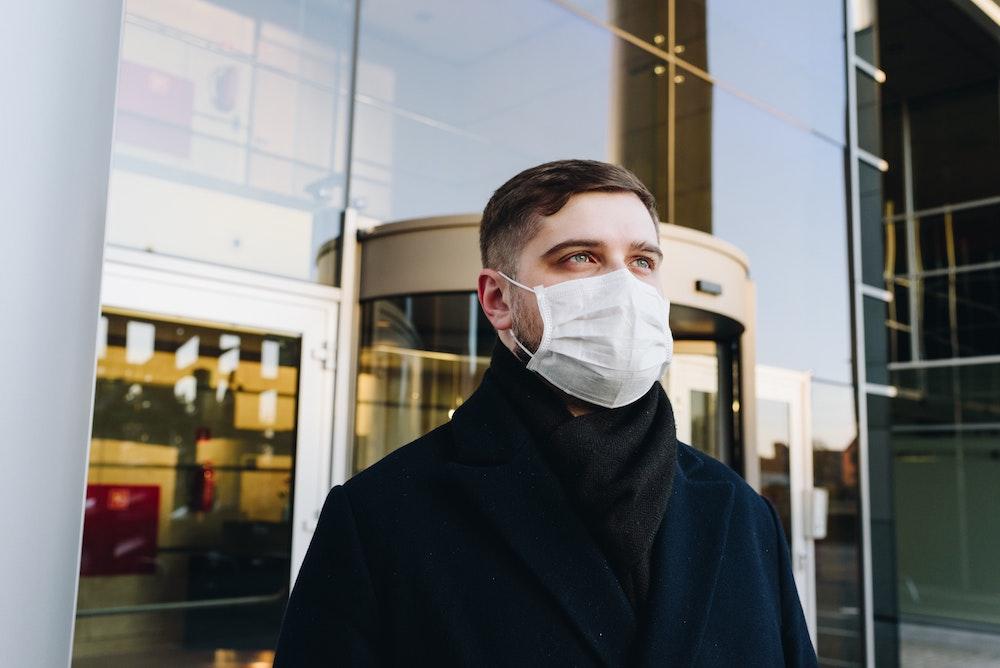 man wearing mask covid